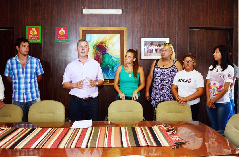 Chavez entregó fondos de ayuda a las agrupaciones barriales