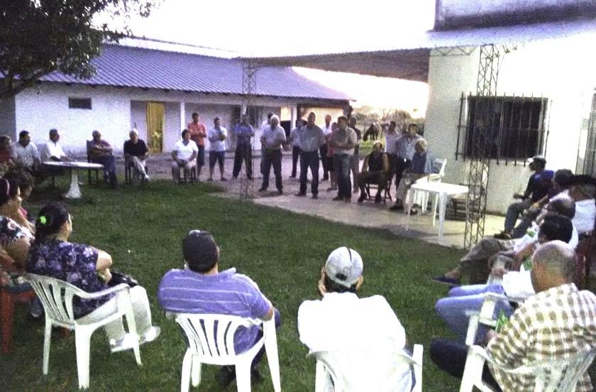 Chavez con productores ganaderos de Colonia Progreso