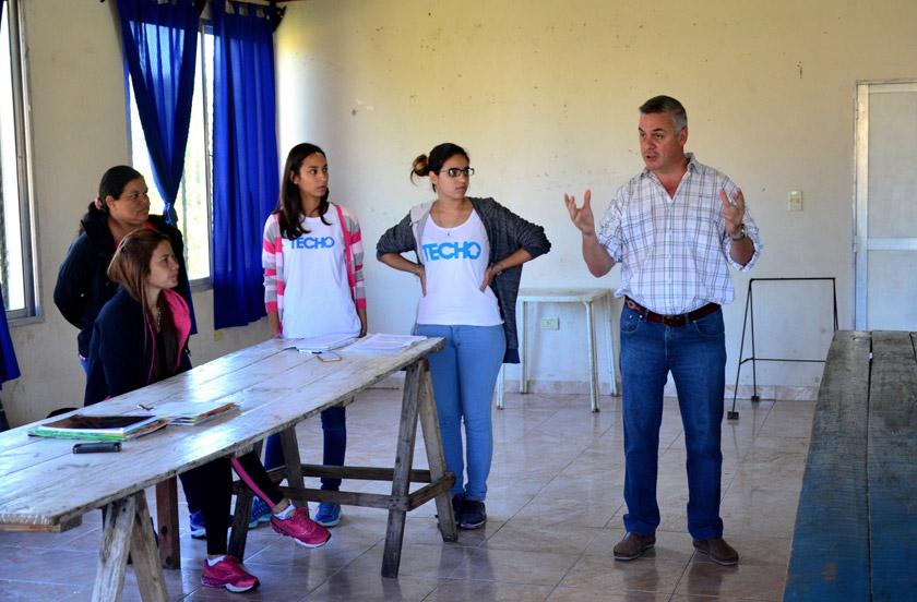 Chavez anunció 30 casas TECHO en Barrio Norte