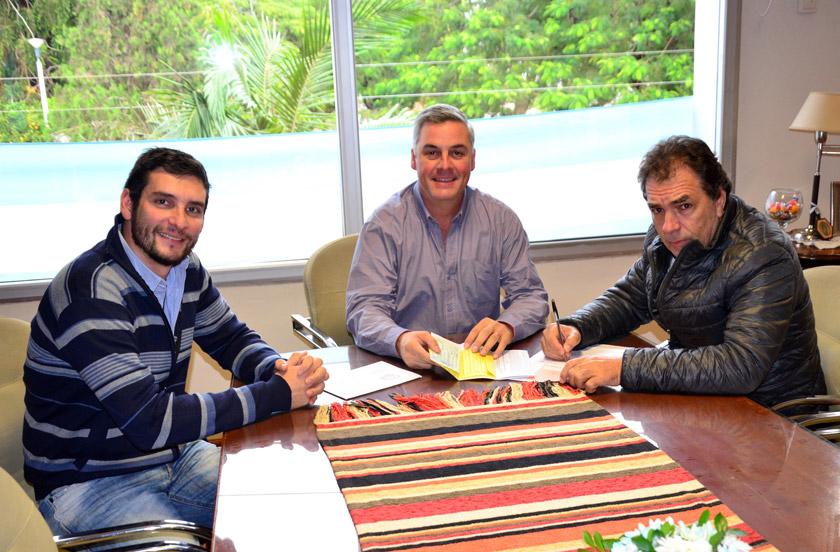 Chavez entregó fondos por $140 mil a la Sociedad Italiana