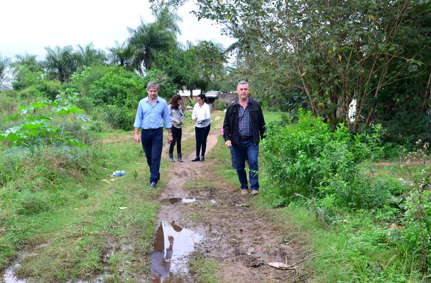 Chavez visitó los barrios Costa Esperanza y Los Pinos