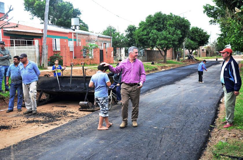 El municipio ejecuta obras de asfaltado en zona sur