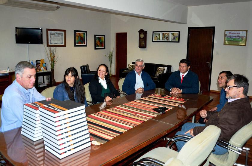 Chavez con directivos bibliotecarios