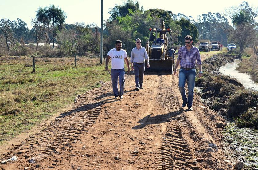 Chavez revisó obras en Lomas Este
