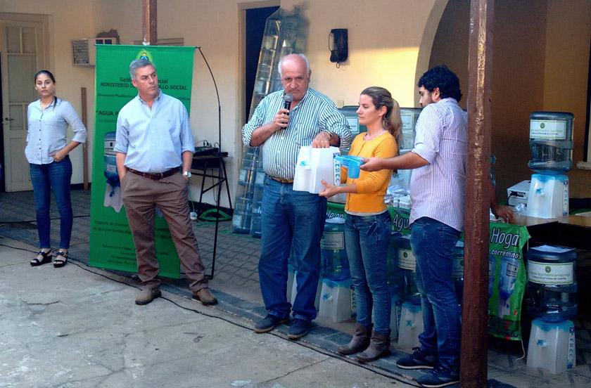 Entregan potabilizadores de agua a familias rurales