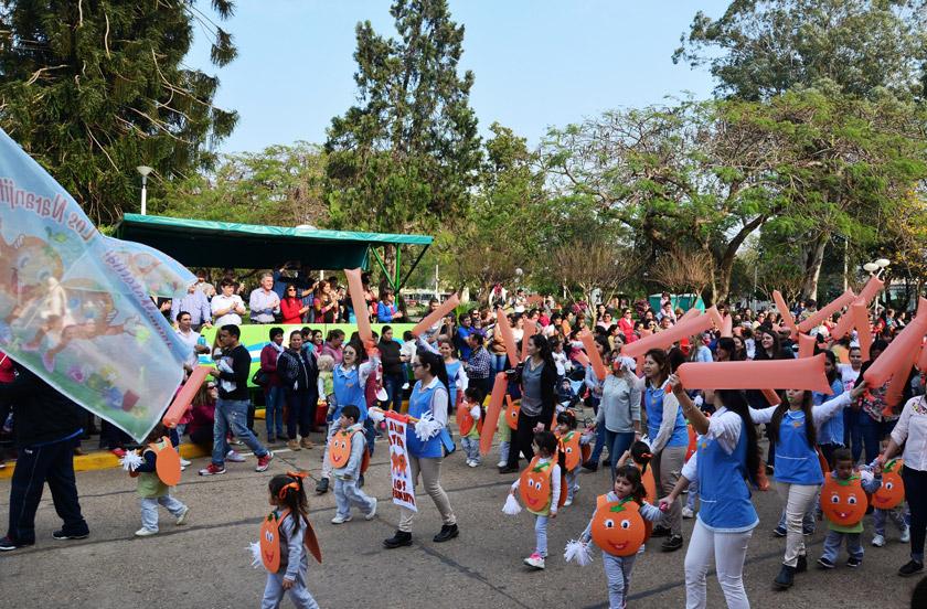Jardines de Infantes festejan con desfile temático