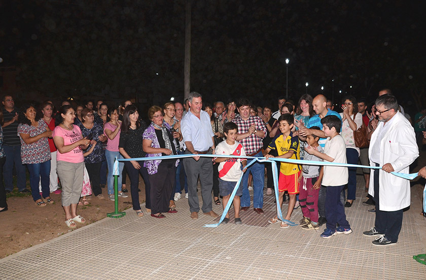 Chavez inauguró remodelaciones en plazoleta del Bº Los Pinos