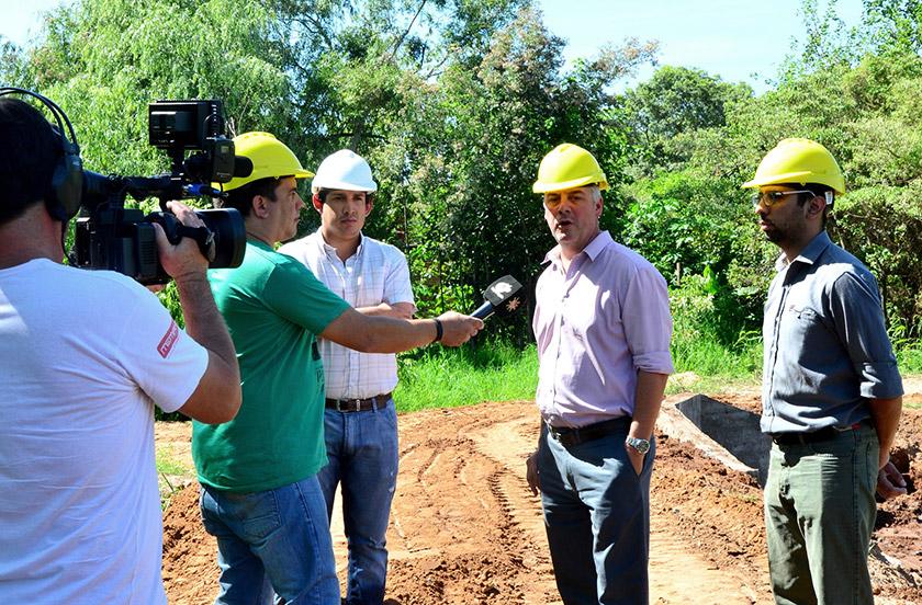 Chavez mostró las obras de desagüe en Barrio Hospital