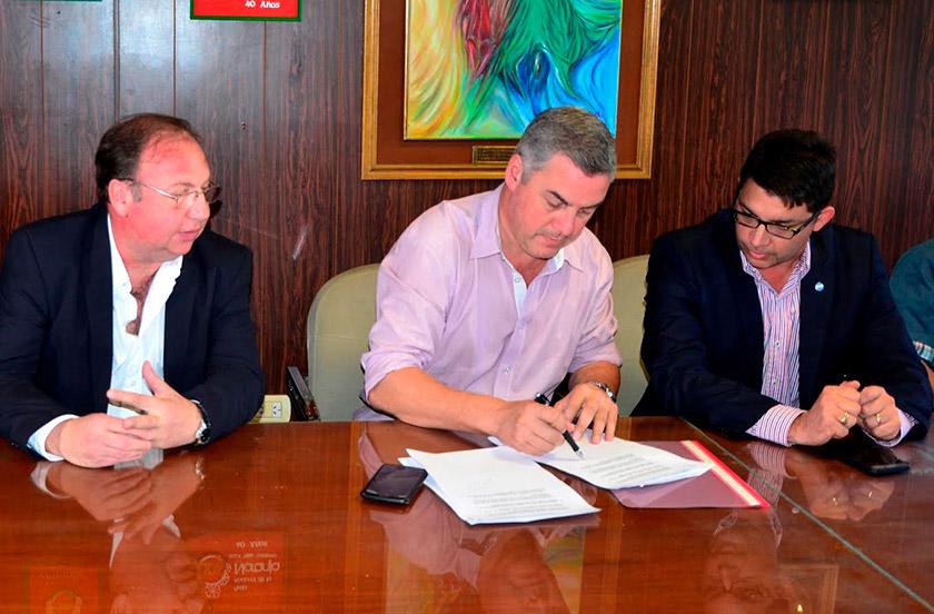 Firman convenio de apertura de Oficina de Defensa del Consumidor