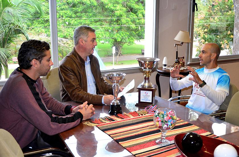 Chavez recibió al utramaratonista Javier Zannino