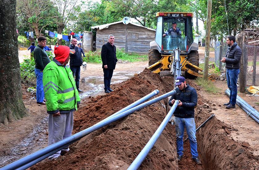 Avances en la instalación de agua potable para el B° Transportista