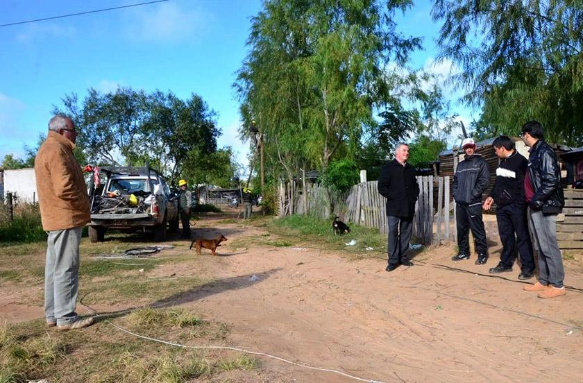 Municipio y DPEC amplían red eléctrica en B° Costa Esperanza