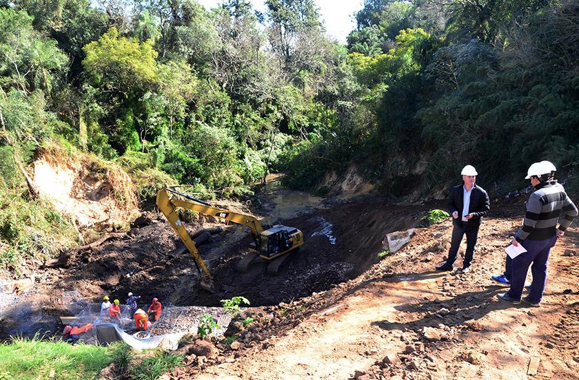 Autoridades verifican los avances del proyecto de desagües