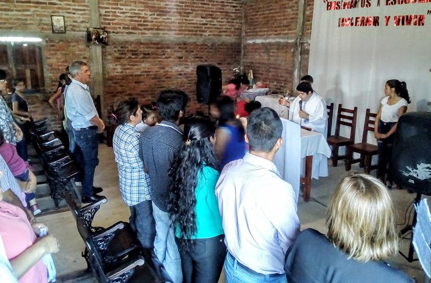 Chavez acompaño las patronales de San Miguel Arcángel en Lomas Este