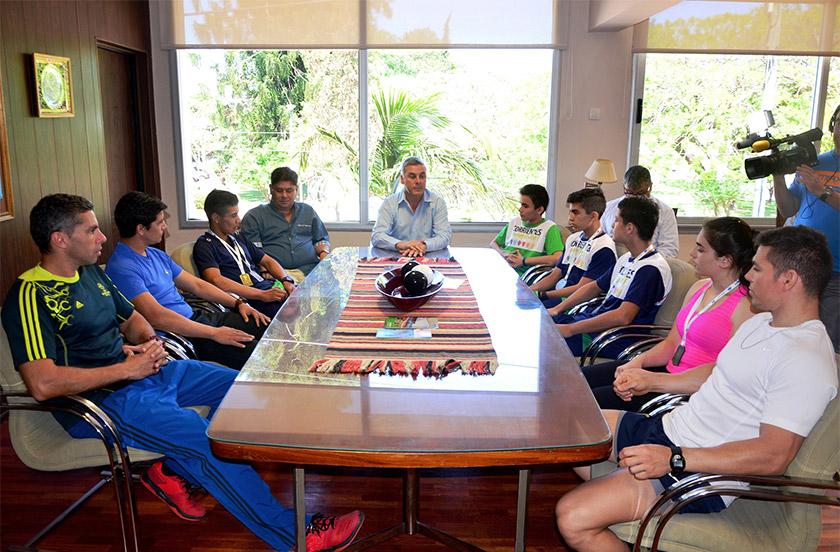 Chavez recibió medallistas juveniles locales