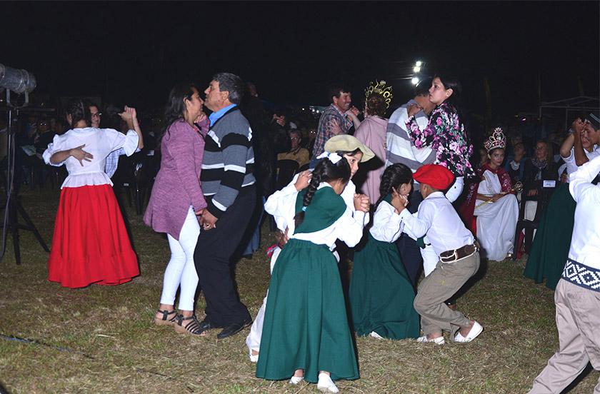 Tres de Abril homenajeó a la producción y celebró su séptimo año municipal