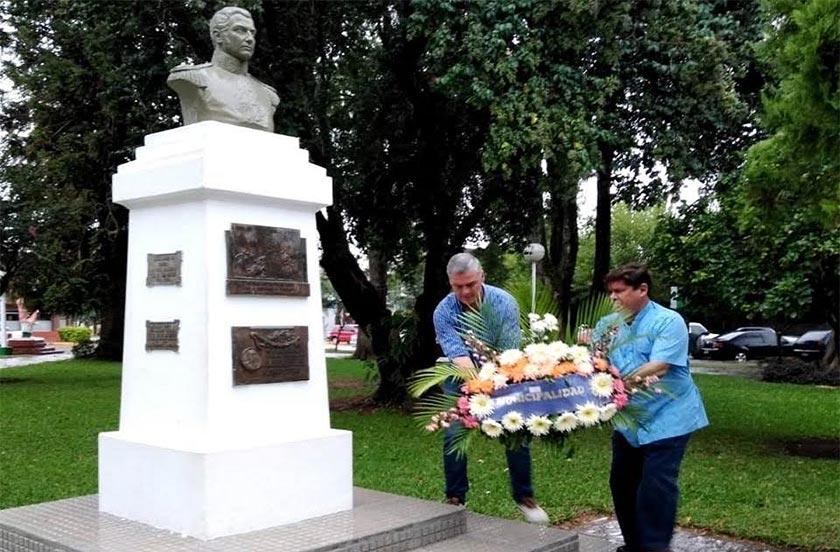Homenaje oficial al Libertador de América