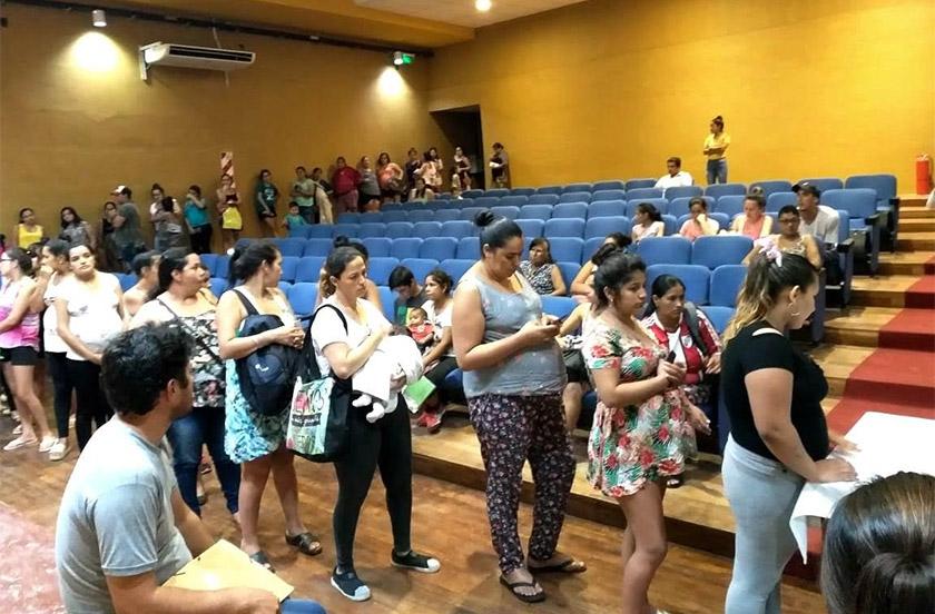 Municipalidad y Provincia entregan Tarjetas Mamá Mbareté