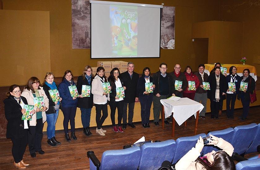 Escuelas recibieron la edición especial del libro Corrientes y Yo