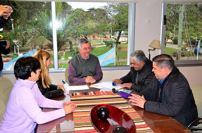 Chavez entregó fondos del Presupuesto Participativo al Club Unión