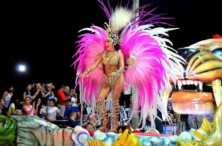 Avanzan con éxito las noches carnavaleras de Bella Vista