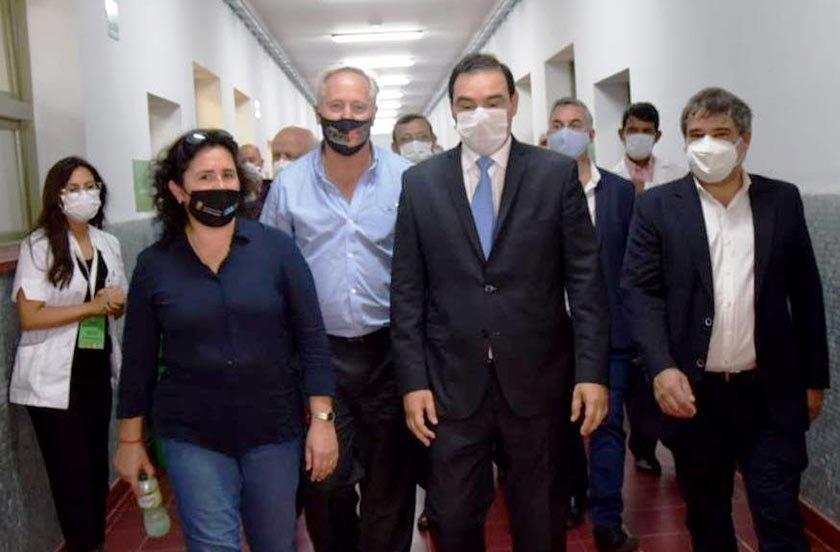Chavez en la presentación de equipos del Hospital de Campaña