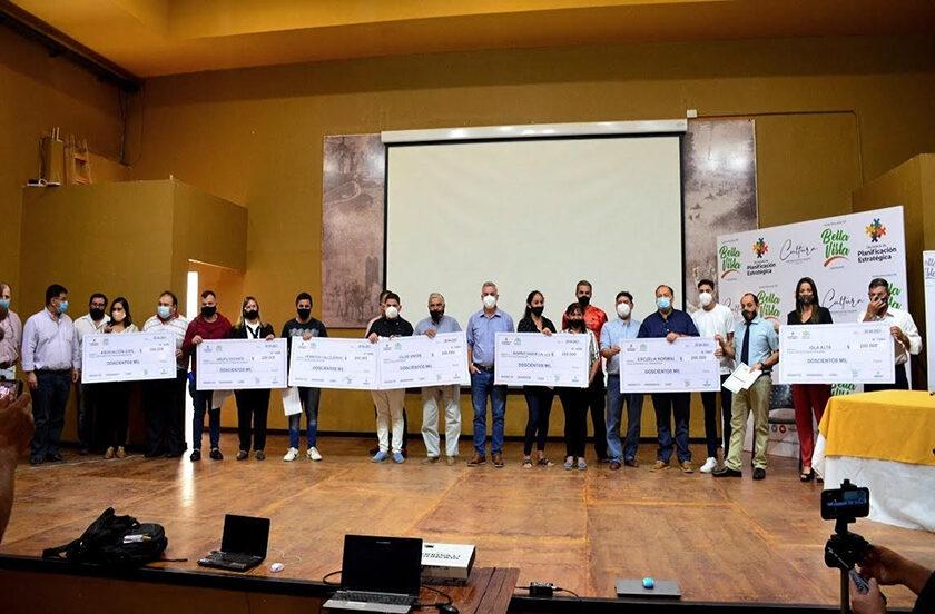 Entregan valores a 8 ganadores del Presupuesto Participativo