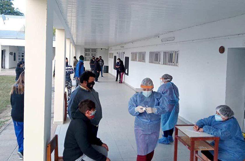 Vacunan a vecinos de Colonia Progreso